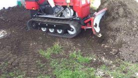 Mini Dozer, Crawler pushing Dirt, Caterpillar
