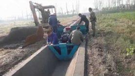 Spezieller Baggerlöffel zum herstellen von Abwasserkanälen